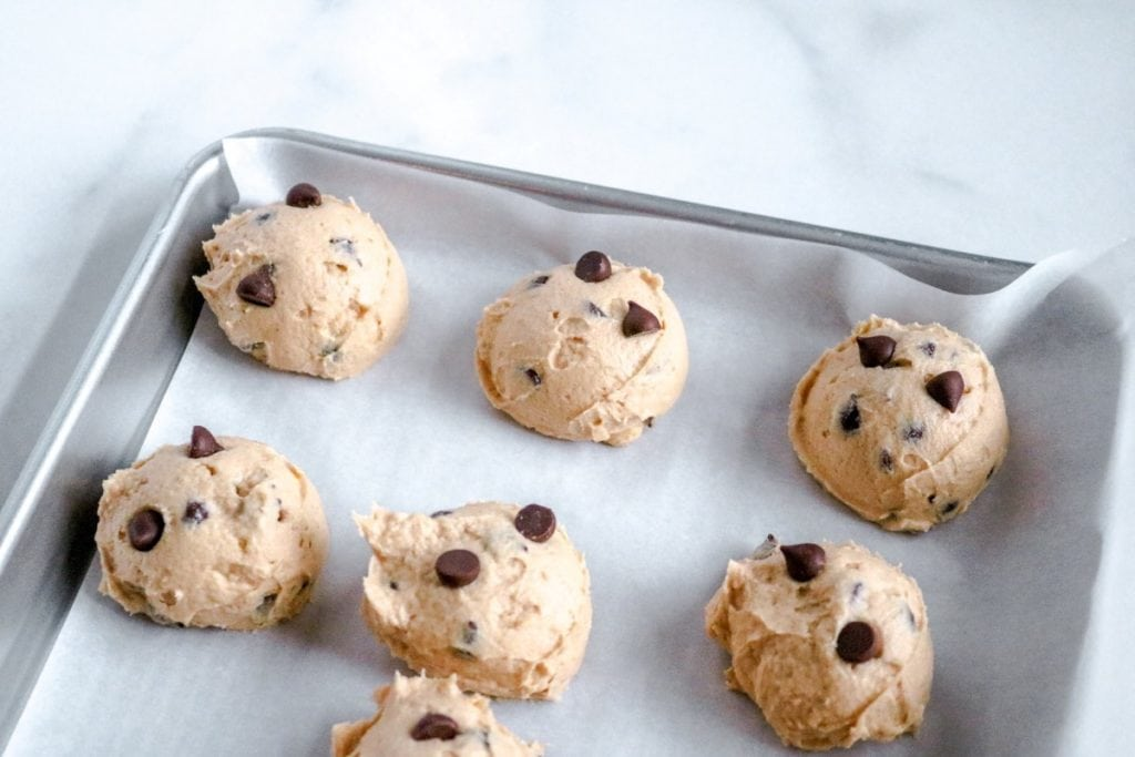 Craving a healthy sweet snack? These easy keto cookie dough fat bombs are delicious with guilt-free chocolate chips for a yummy blast. Here's how to make these cookie dough snack bites in record time.