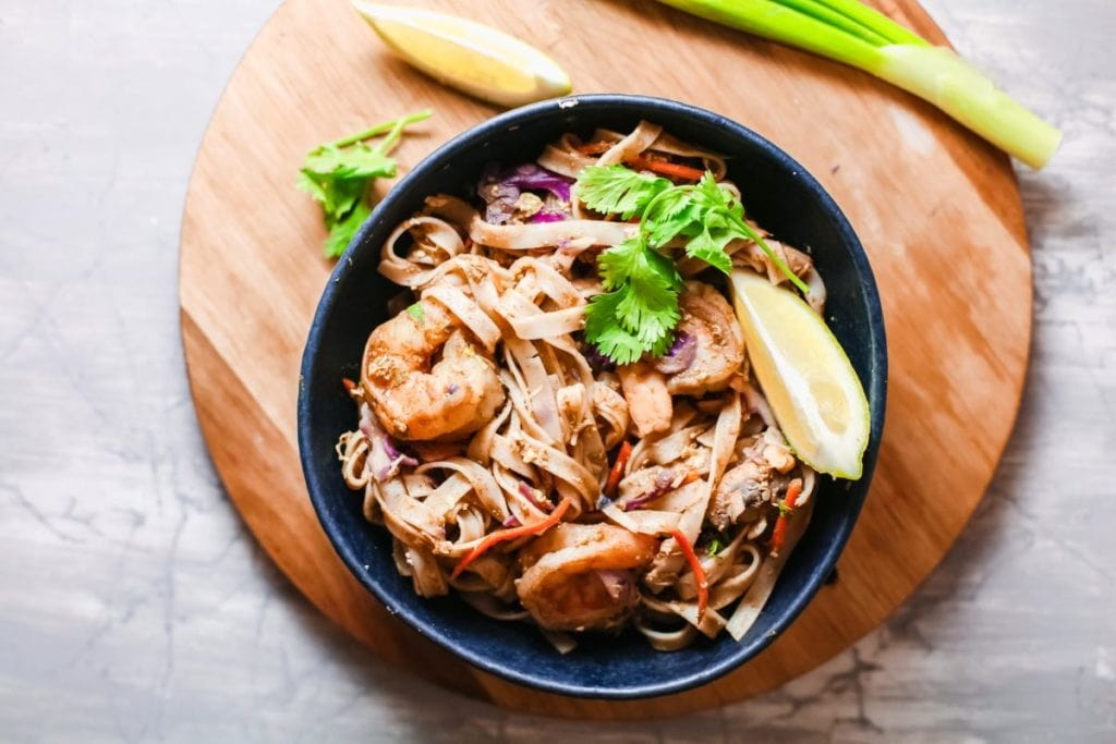 Looking for a dish that is full of flavor? Want something quick and easy to make? Enjoy Thai cuisine with this Shrimp Pad Thai with stir fry sauce. #shrimp #thai #padthai