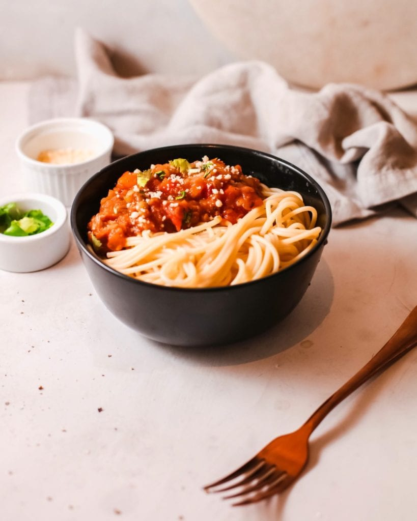 This delicious Instant Pot spaghetti bolognese will add a hearty feel to your dining table this season. Its aroma from the meat and vegetables will fill your home and entice everyone to the dining table.