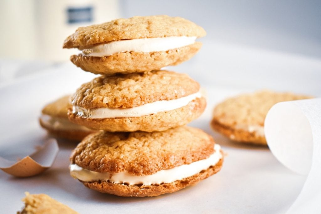 Easy Homemade Whiskey Oatmeal Cream Pies recipe: These delicious oatmeal cookies will not be forgotten soon. They are sandwiched together with refreshing whiskey marshmallow cream to create the perfectly soft oatmeal cookie dessert.